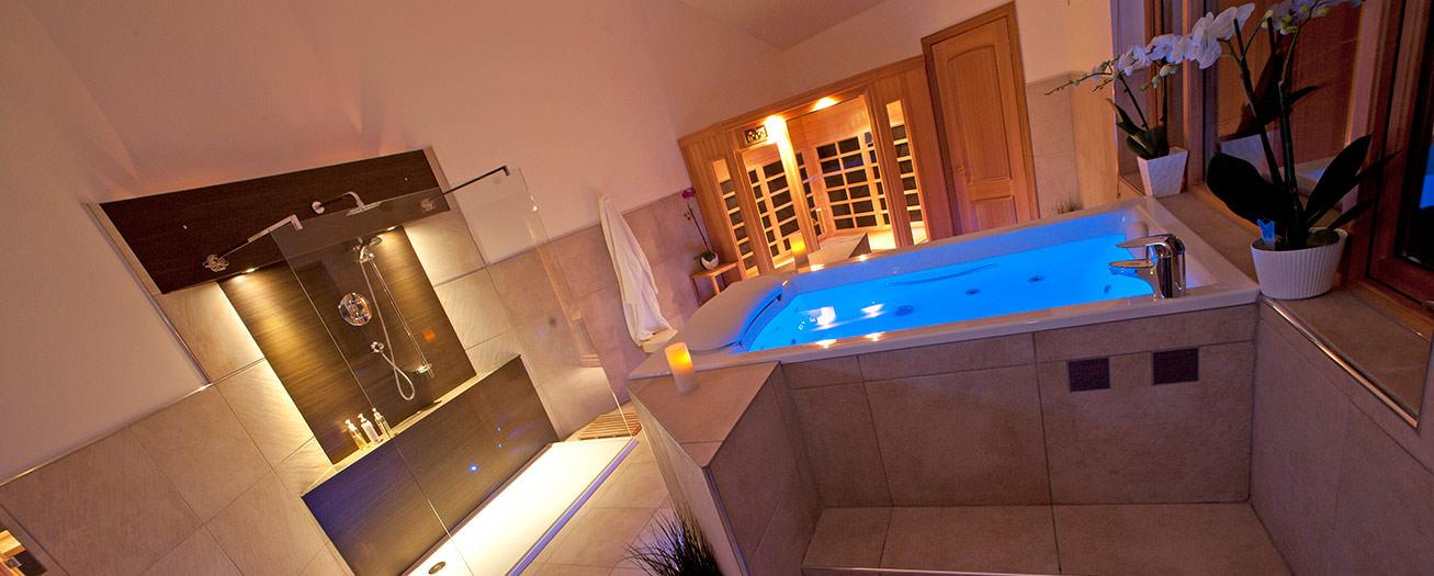Blue Riverbath Whitefalls Spa Lodges